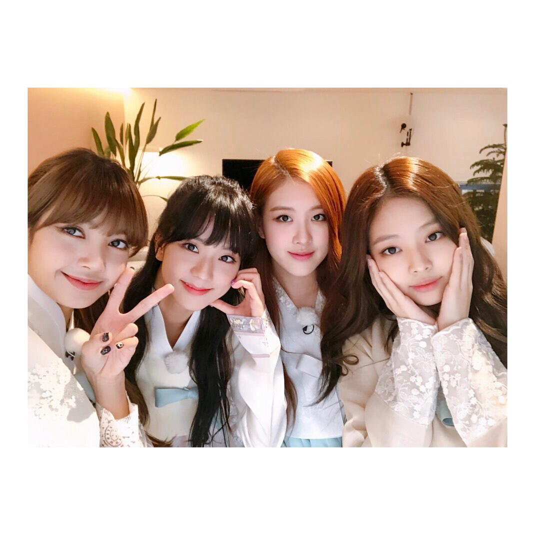 Foto Terbaru Blackpink: Pakai Hanbok, BLACPINK Jennie, Rose, Jisoo Dan Lisa